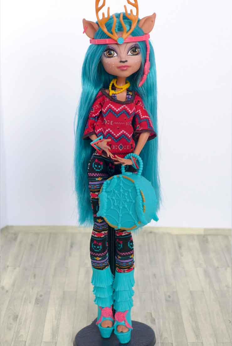 Кукла Изи Даунденсер в полный рост на подставке