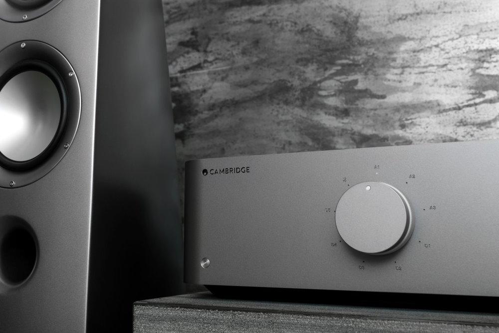 Интегральный усилитель Cambridge Audio Edge A