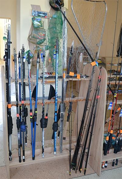 """Удочки, удилища и спиннинги в магазине """"Рыбалка и туризм"""""""