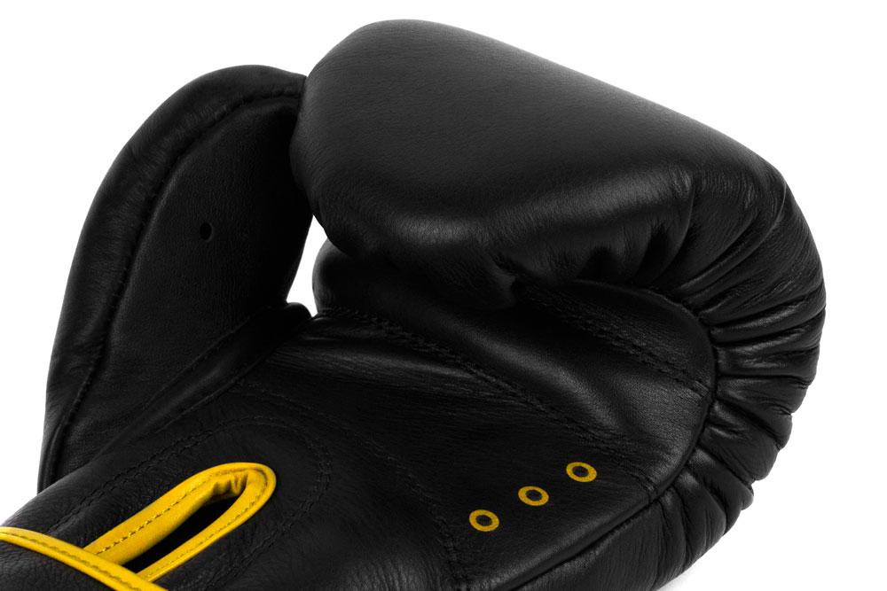 Вид вентиляции черно-желтых боксёрских перчаток Dozen Monochrome