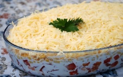 Слоёный салат из хлеба