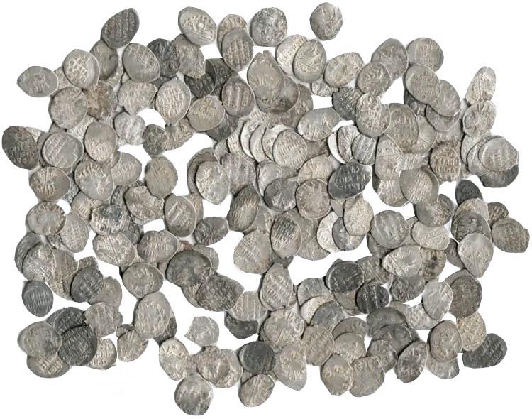 Серебряная чешуя различных степеней сохранности