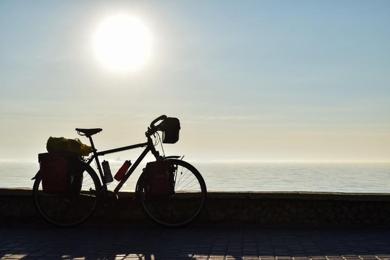 Велосипед на фоне моря