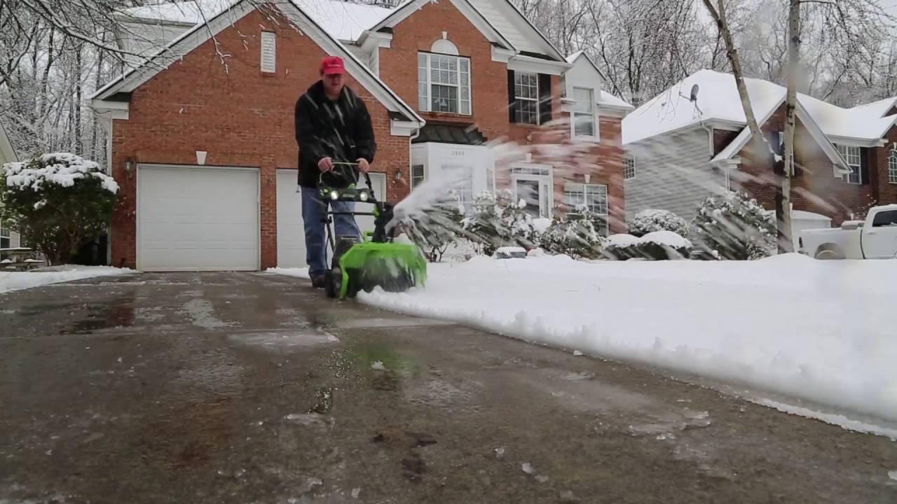 Достоинства электрических снегоуборщиков Greenworks