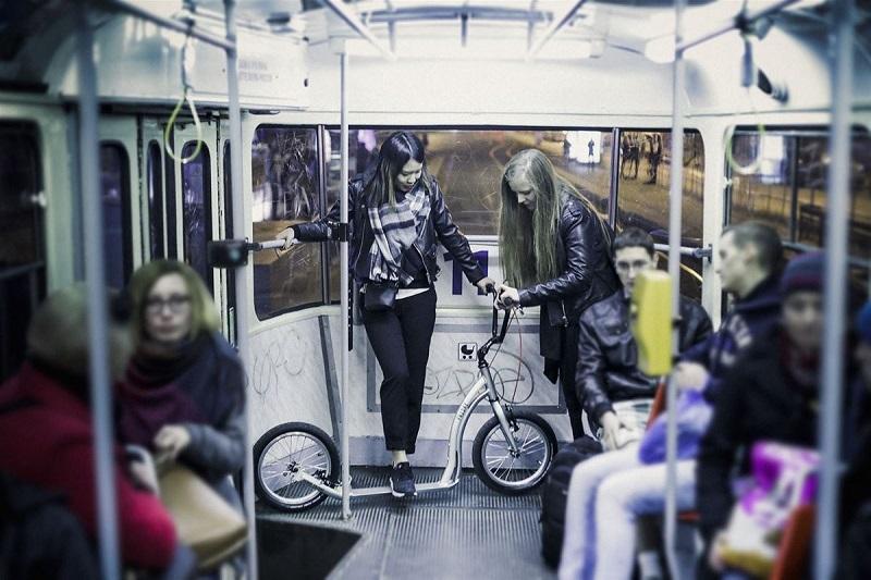 Самокат в общественном транспорте