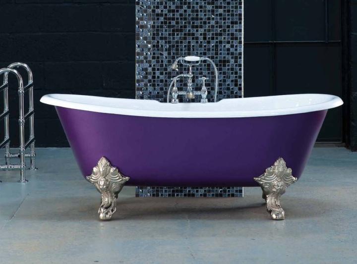 Для переноски большой чугунной ванны может понадобиться 4 человека