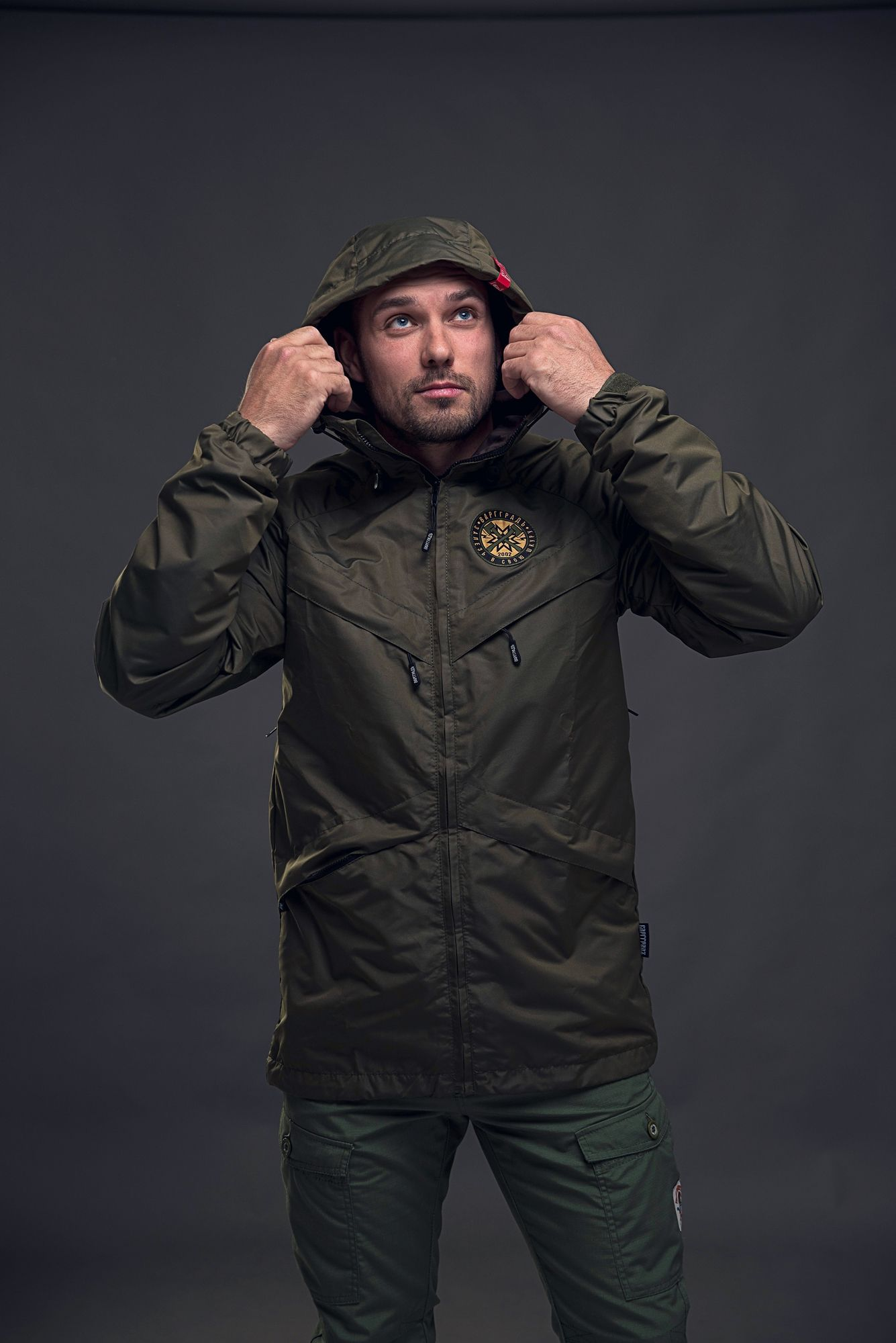 ветровка куртка мужская на молнии цвета хаки