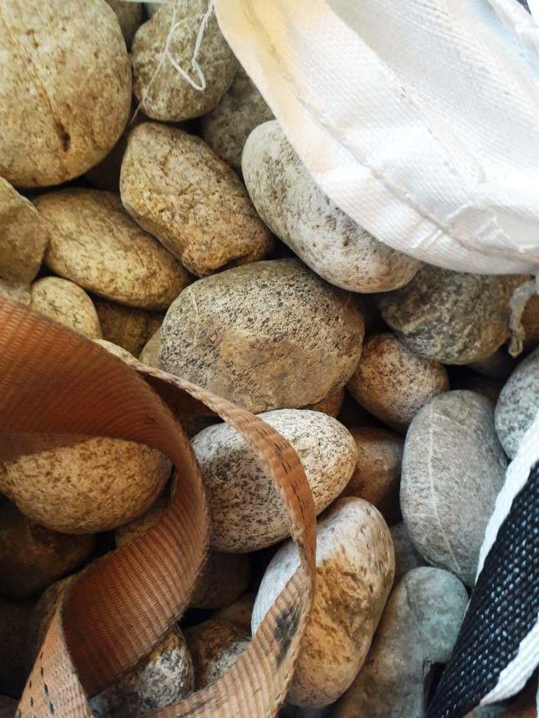Камень для пруда