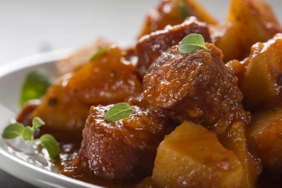 Тушеная говядина с овощами в тажине, рецепт