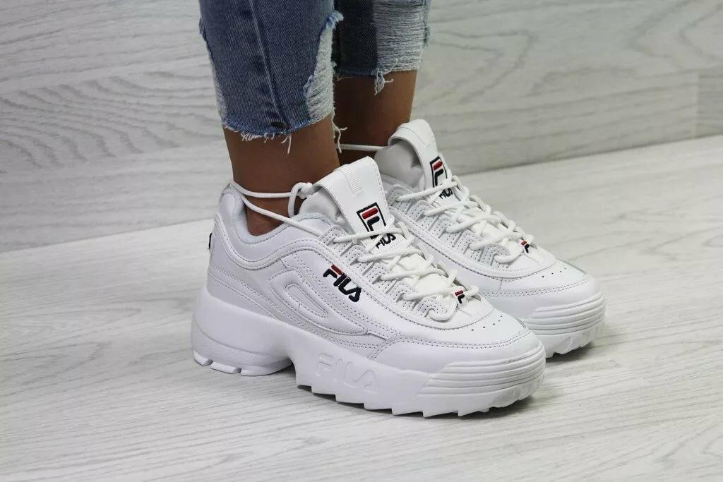 Женские Белые Фила Дизраптор 2 на ноге