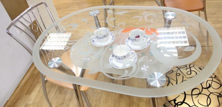 Овальные стеклянные столы для кухни