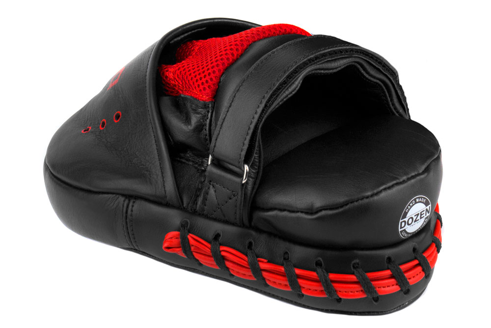 Лапы Dozen Monochrome черно-красные фиксация и подушка под запястье