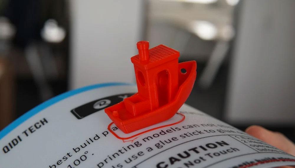 Мы обнаружили, что съемная магнитная платформа печати относительно невелика, но превосходит большинство других платформ (All3DP)