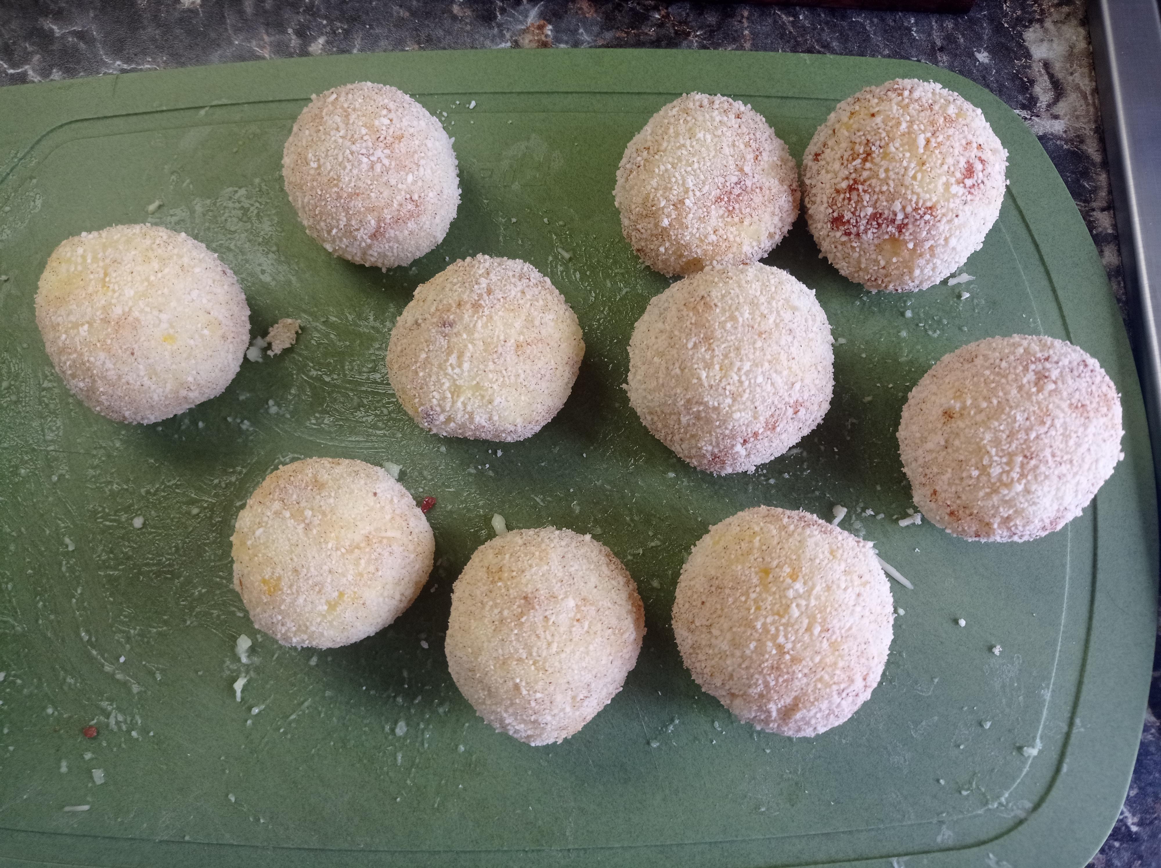 Аранчини из риса с шафраном в панировке