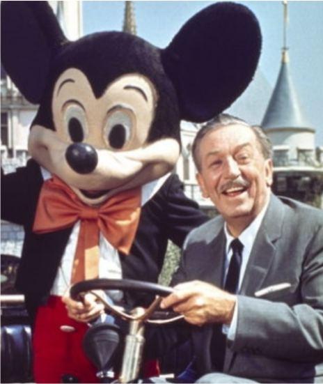 Создатель персонажа с Микки Маусом в Disneyland'е