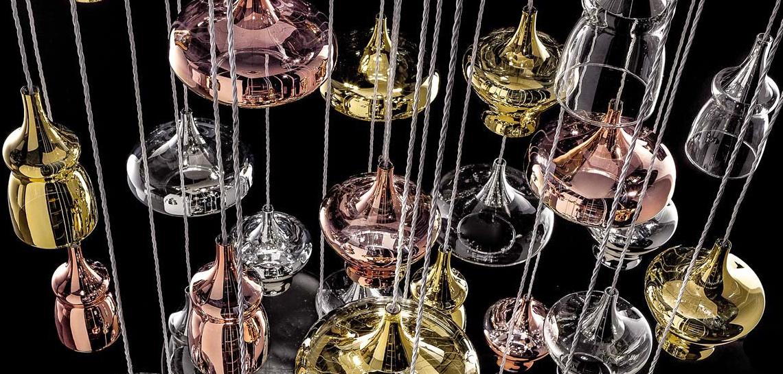 Новинка в свежем каталоге Studio Italia Design, Nostalgia – элегантная коллекция стеклянных подвесных плафонов, которые можно комбинировать в любых пропорциях и количествах.