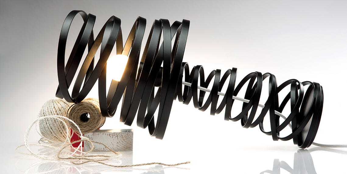 Curl My Light – пожалуй, самый известный светильник дизайнера, увидевший мир в 2008 году и с тех пор пользующийся неизменной популярностью как в России, так и за рубежом. В коллекцию входят подвесные, настенные, напольные и настольные модели.