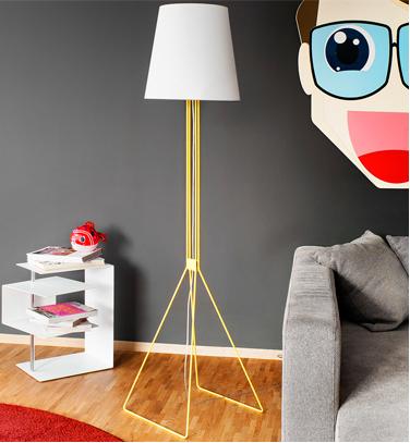 Для разработки своих светильников компания привлекает талантливых европейских дизайнеров. В производстве используется сталь, алюминий, структурированное акриловое стекло, ситец, пряжа. На внутреннюю часть абажуров наносится специальное покрытие с секретным составом, которое придает светильнику интересный эффект – яркий цвет как будто проступает сквозь абажур.