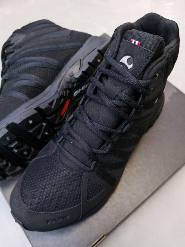 Ботинки Viking Komfort Mid Spikes GTX M купить в черном цвете (сезон 2020-2021) можно для мужчин с размером ноги от 41 до 47.