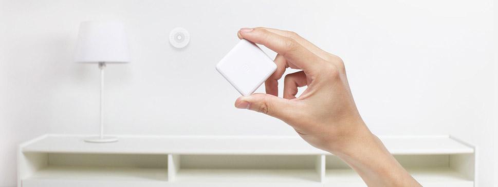 крошечный девайс Mi Magic Cube
