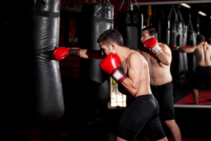 Фото тренировки с боксерской грушей