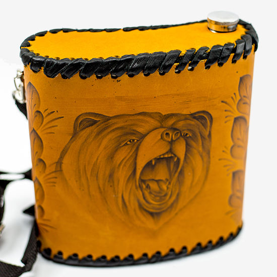 Фляга «Медведь», натуральная кожа с художественным выжиганием, 1 л