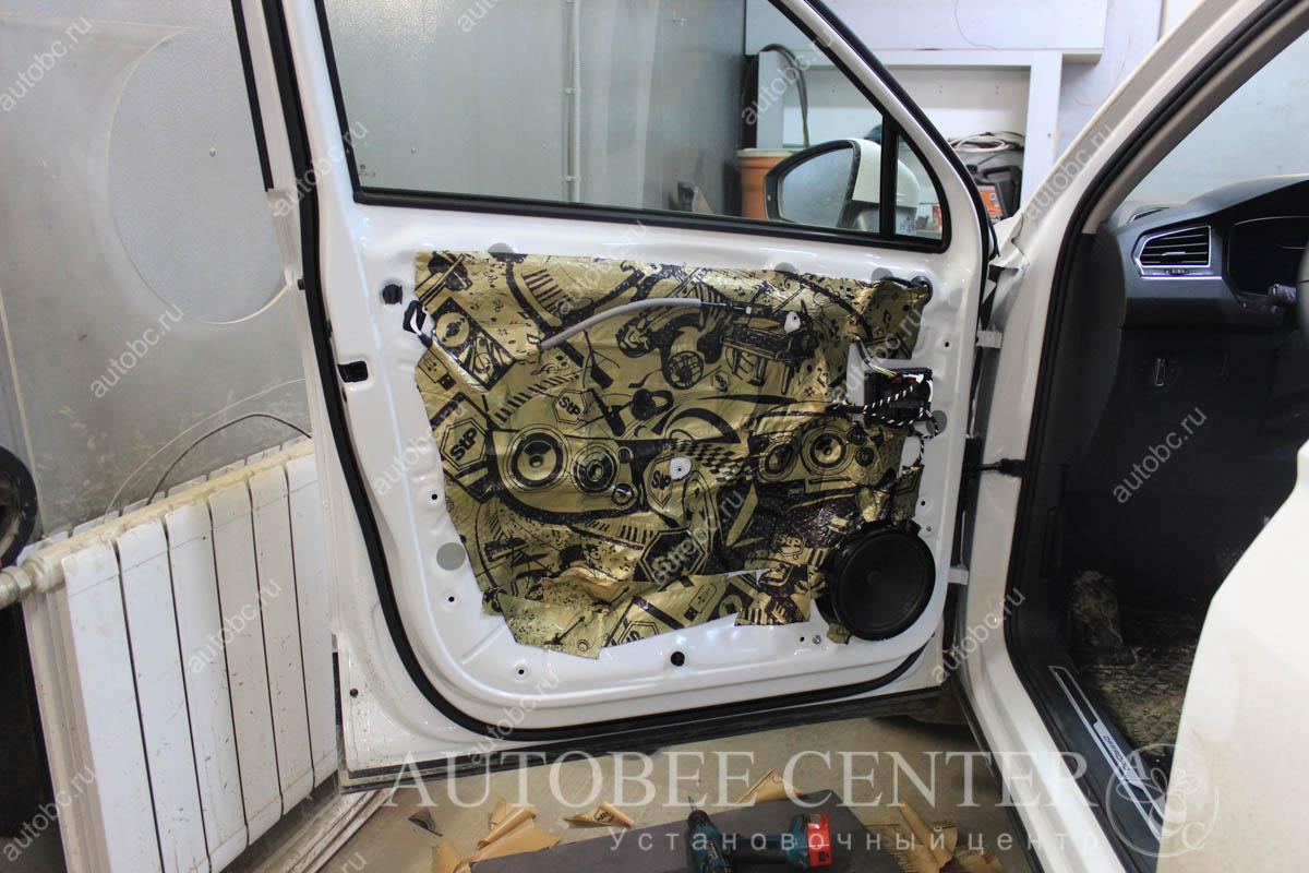 VW Tiguan (шумоизоляция дверей)