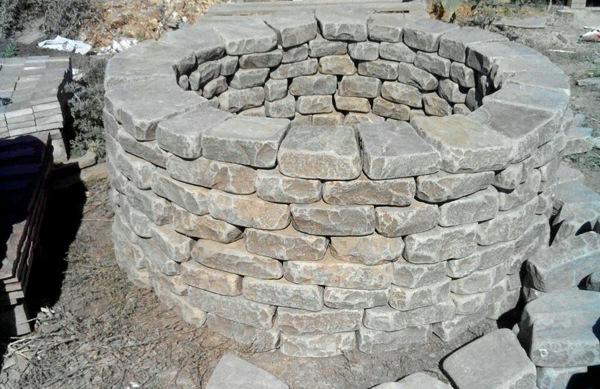 Колодец из камня галтованного песчаника