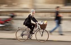 Посадка на городском велосипеде