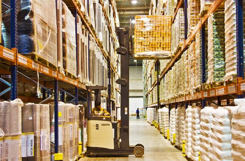 Большой склад товаров