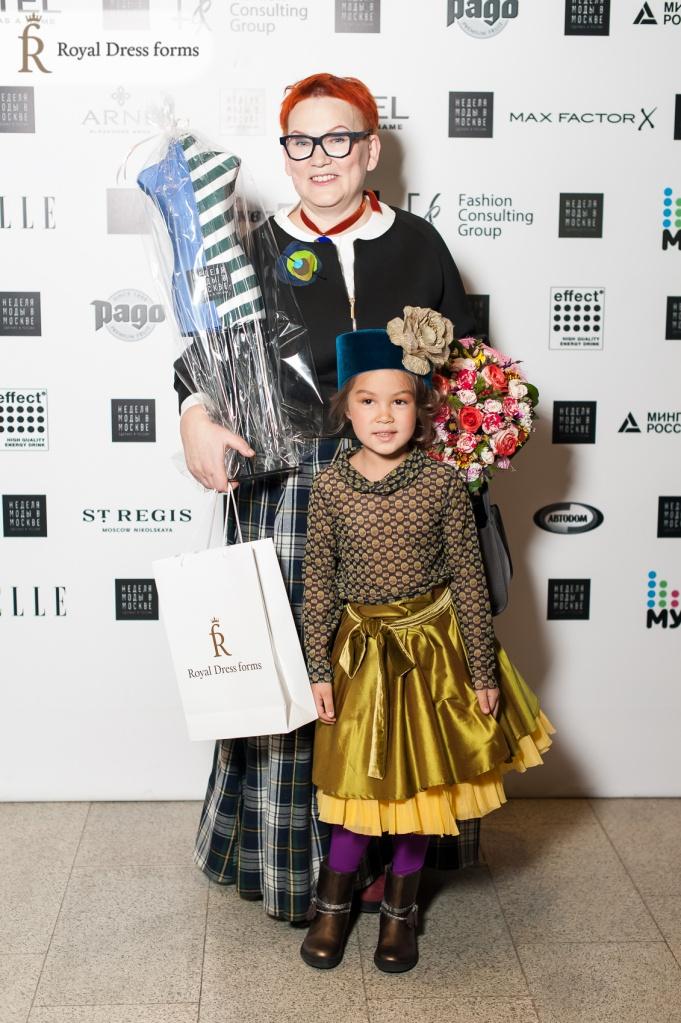 Елена Теплицкая с масштабным женским манекеном Royal Dress forms
