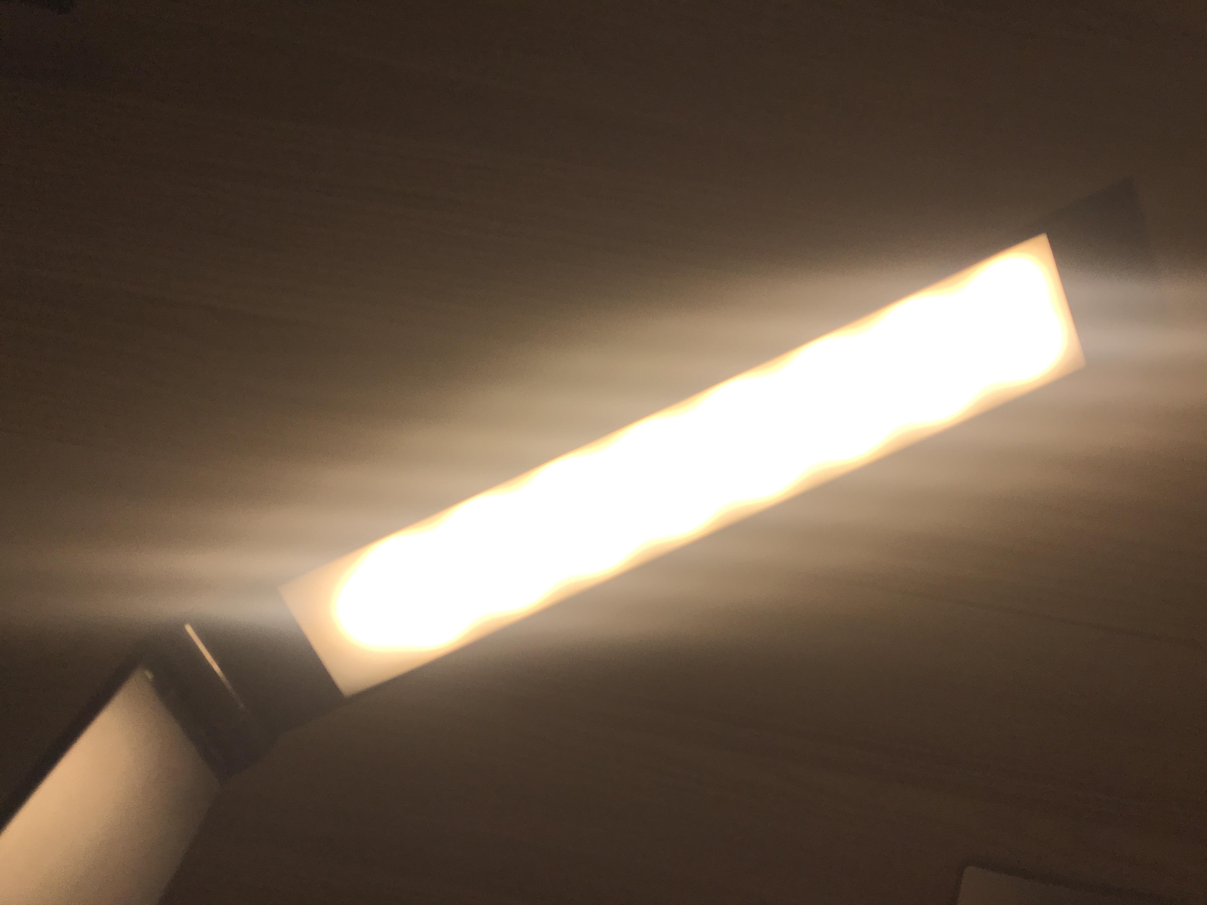 Мягкое свечение настольного светильника TL