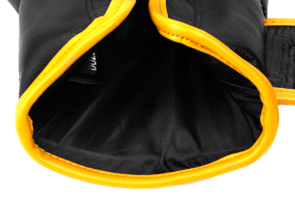 Вид подкладки черно-желтых боксёрских перчаток Dozen Monochrome