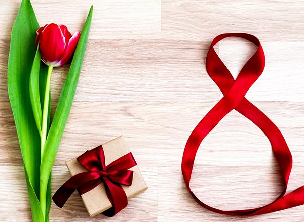 Подарочные наборы для женщин на 8 марта