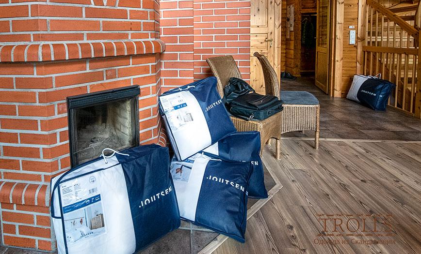 Фирменная упаковка пуховой продукции Joutsen