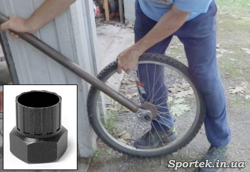 Снятие трещотки с заднего колеса велосипеда