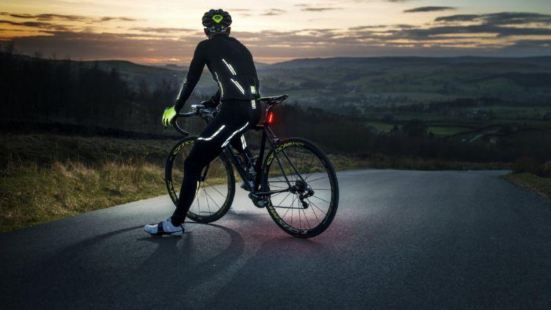 велосипедист вечером