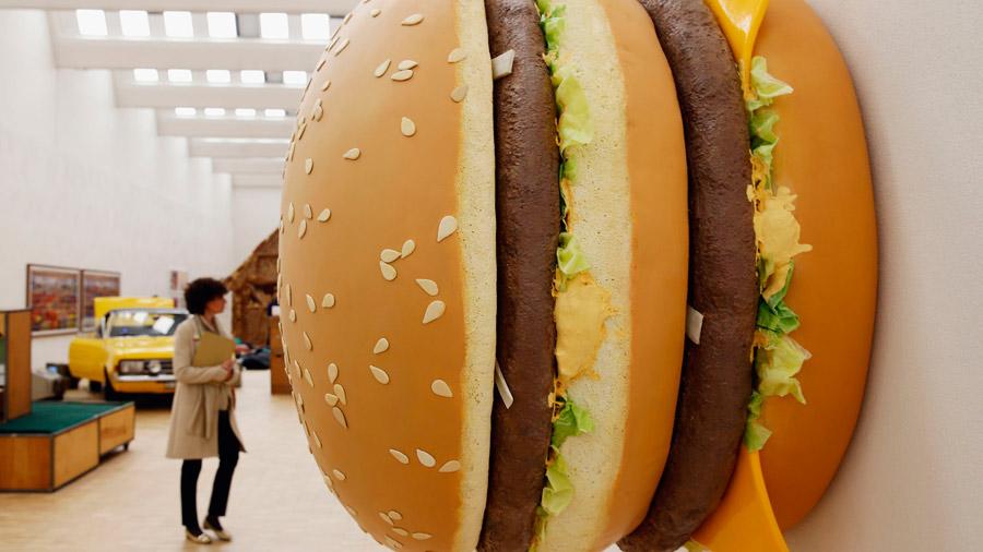 Оформление ТРЦ муляж гамбургера