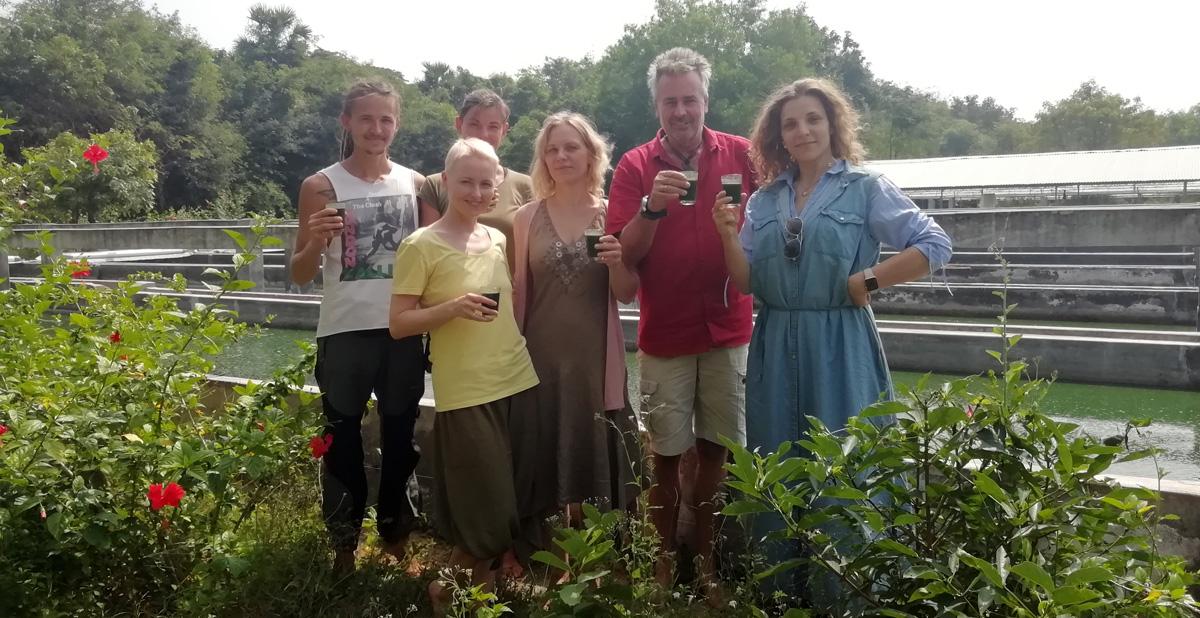 Команда И-МНЕ на спирулиновой ферме в Ауровиле