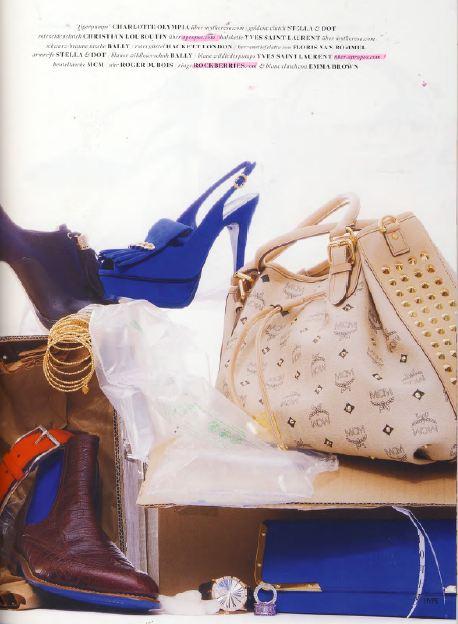 Электрик-синий клатч Emma Brown в журнале Hype