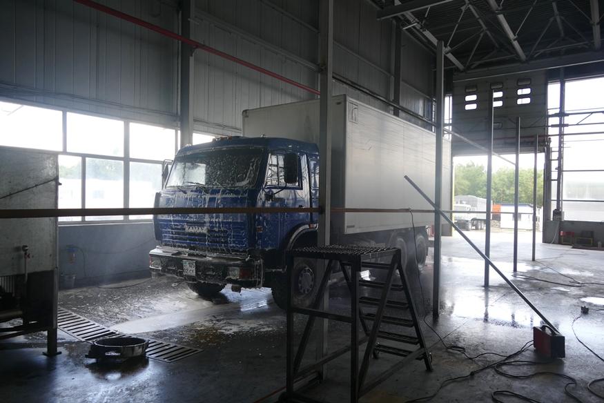 Бесконтактная мойка грузовых транспортных средств