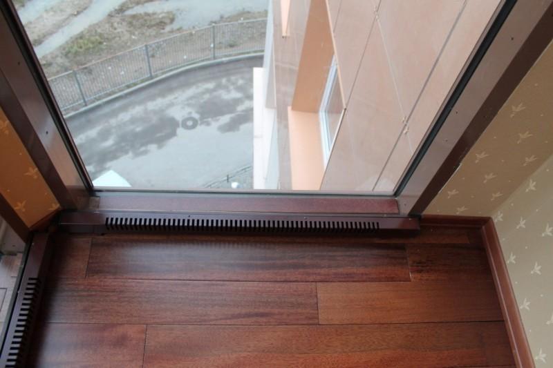 Для отопления помещений используется конвектор плинтусного типа