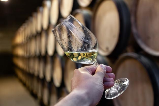 Вино из дубовых бочек