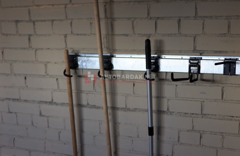 Хранение инструментов в гараже на стене