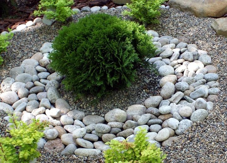 Бордюр из круглого камня булыжника
