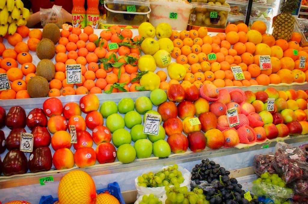 Продажа фруктов на рынке