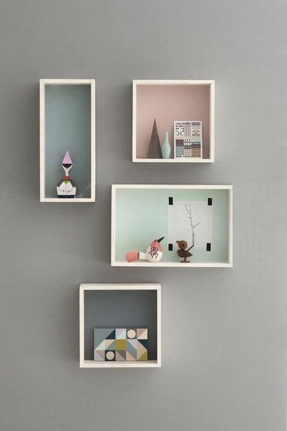 полки на стене в детской расположение, выкрас задней стенки в разные цвета