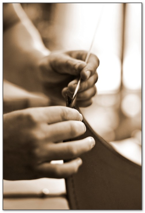 Кожаный бювар будет отличным элитным подарком для мужчин.