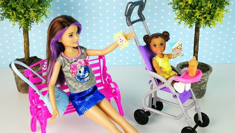 Барби с коляской и ребенком