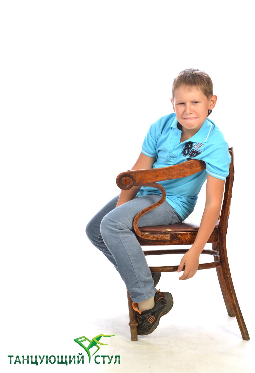 Почему ребенок ёрзает, когда сидит на стуле?
